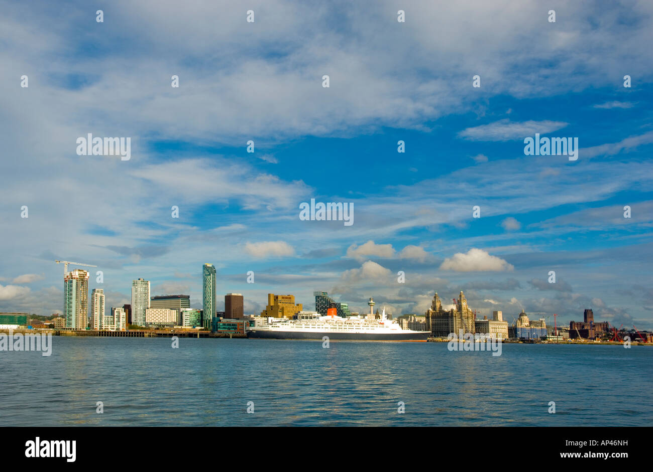 Liverpool waterfront showing the QE2 berthed at the new cruise liner trerminal - Stock Image