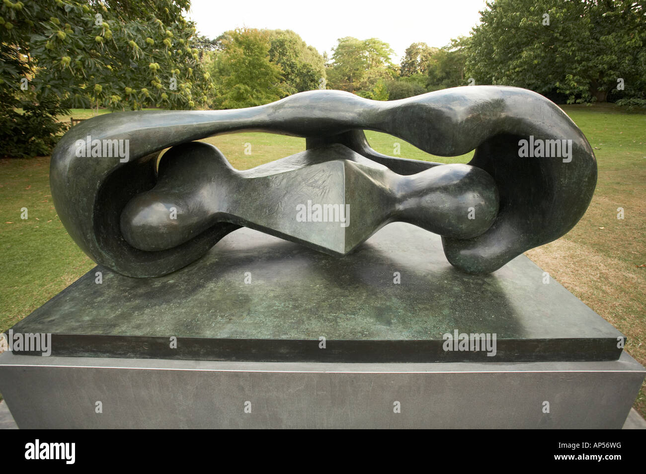 Henry Moore sculpture Reclining Connected Forms 1969 - Stock Image