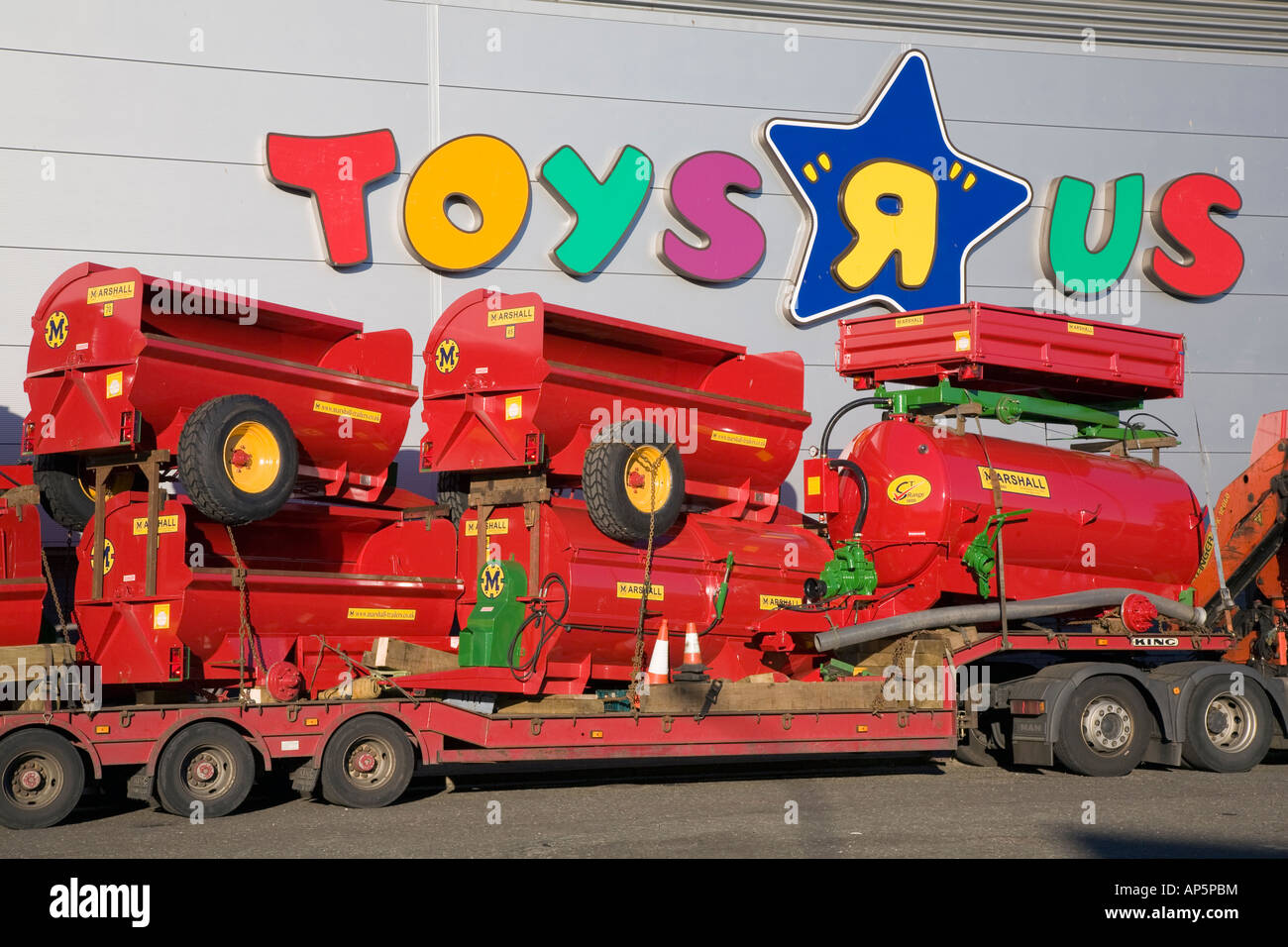 Toys R Us Dundee city store warehouse - Stock Image