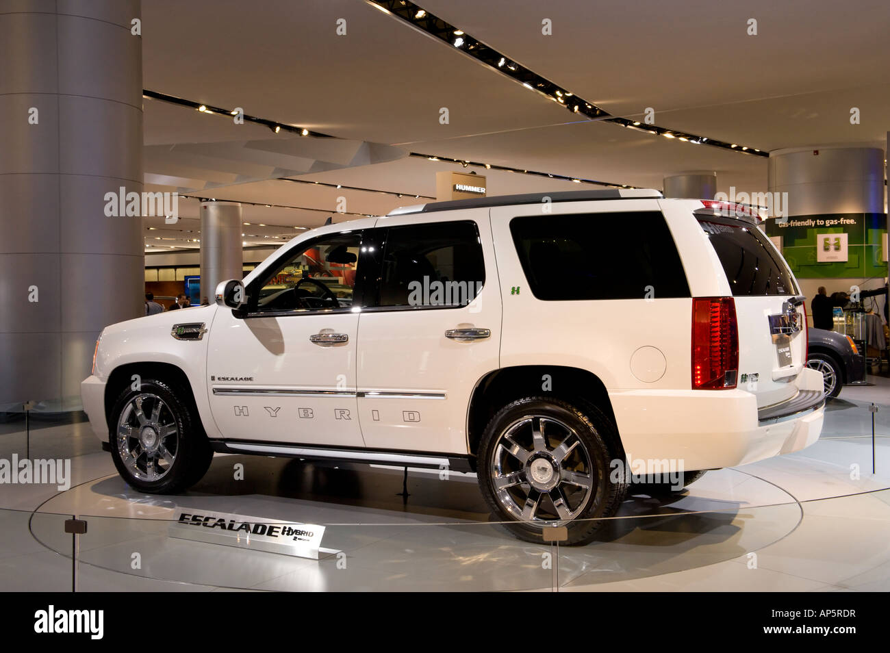 and l connection car photos review specs cadillac prices the overview ratings escalade