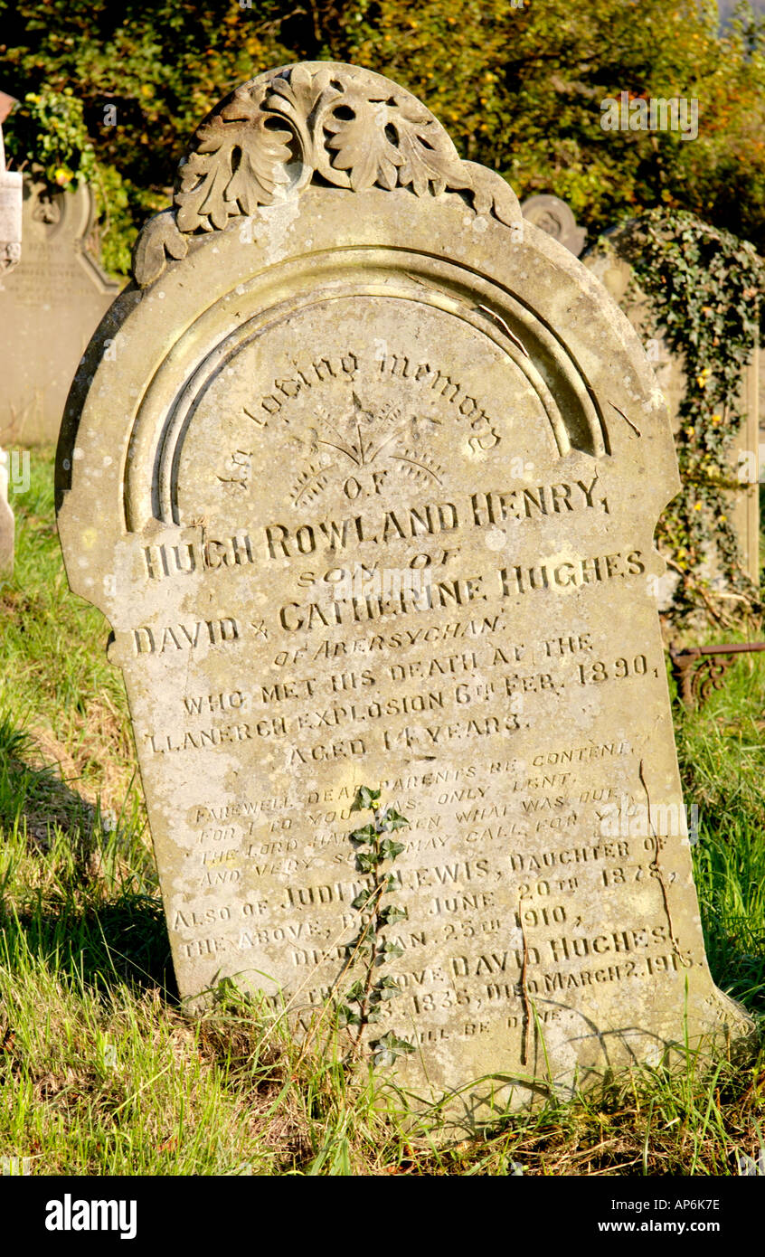 Gravestone of Hugh Rowland Henry Hughes aged 14 killed in Llanerch Colliery explosion 6th Feb 1890 when 176 men lost their lives - Stock Image