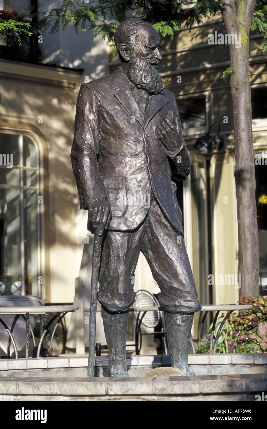 Statue of George Bernard Shaw in Niagara On The Lake - Stock Image