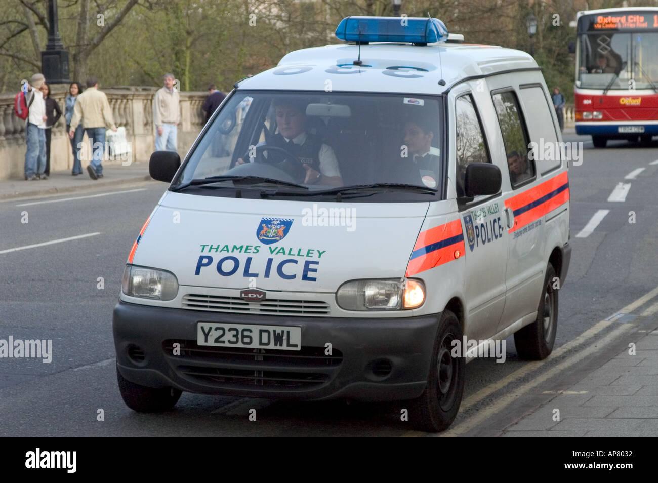 Thames valley police van on Magdalen bridge Oxford - Stock Image