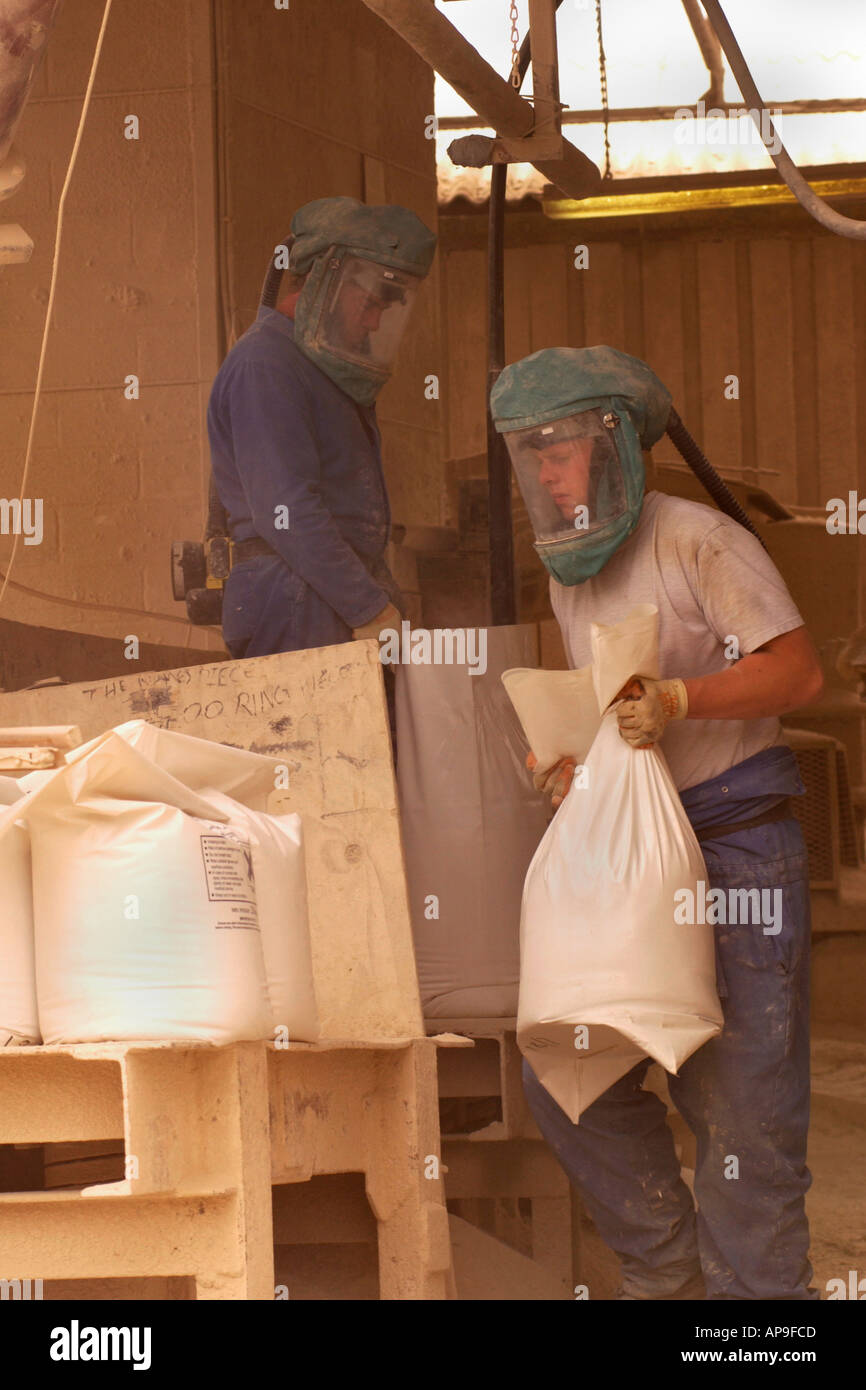 Bagging hydraulic hydrated lime from Blue Lias beds at Hydraulic Lias Limes Ltd Tout Quarry Charlton Adam Somerset England UK - Stock Image