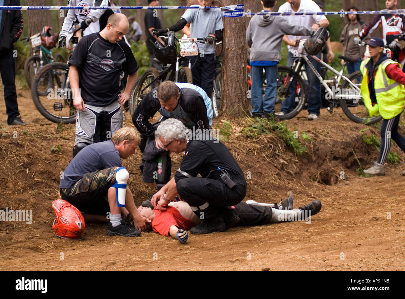 Exteme Medics attend a mountain bike crash at the final Round of the National 4X Series at Beds Fat Trax Chicksands Stock Photo
