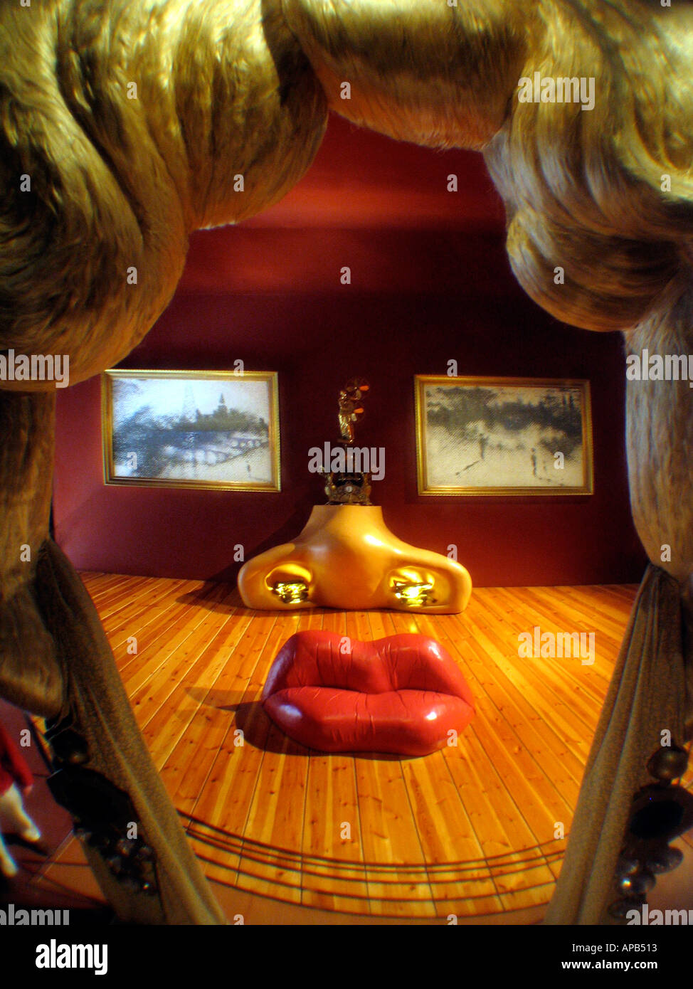 A Mae West room inside the Salvador Dali museum that looks like a face, the lips are in fact a red leather sofa. - Stock Image