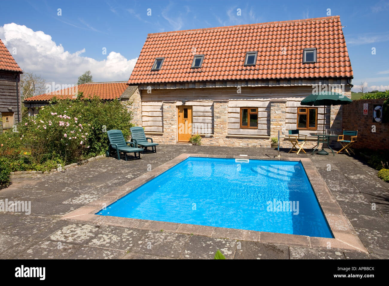Uk Real Estate Small Outdoor Swimming Pool In Garden Of House Stock Photo Alamy