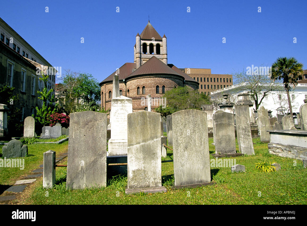 A cemetary and historic church in the historic district of Charleston - Stock Image