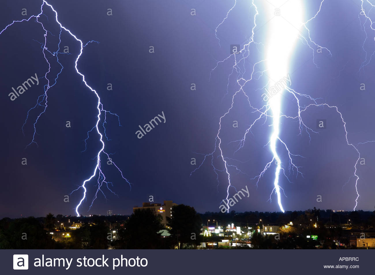 huge lightning bolt striking tucson arizona this bolt looked ten