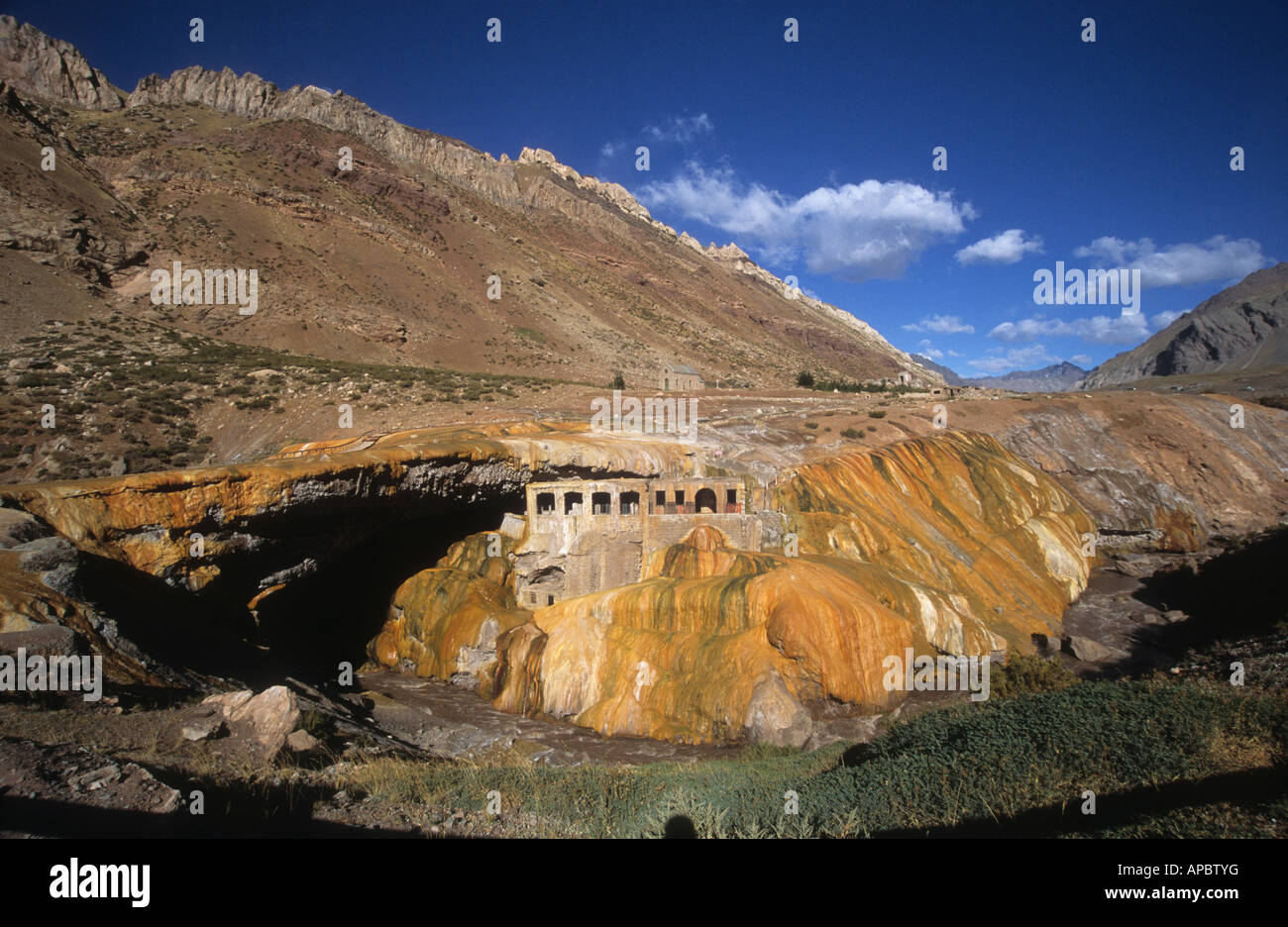 Abandoned thermal baths and mineral deposits at Puente del ...