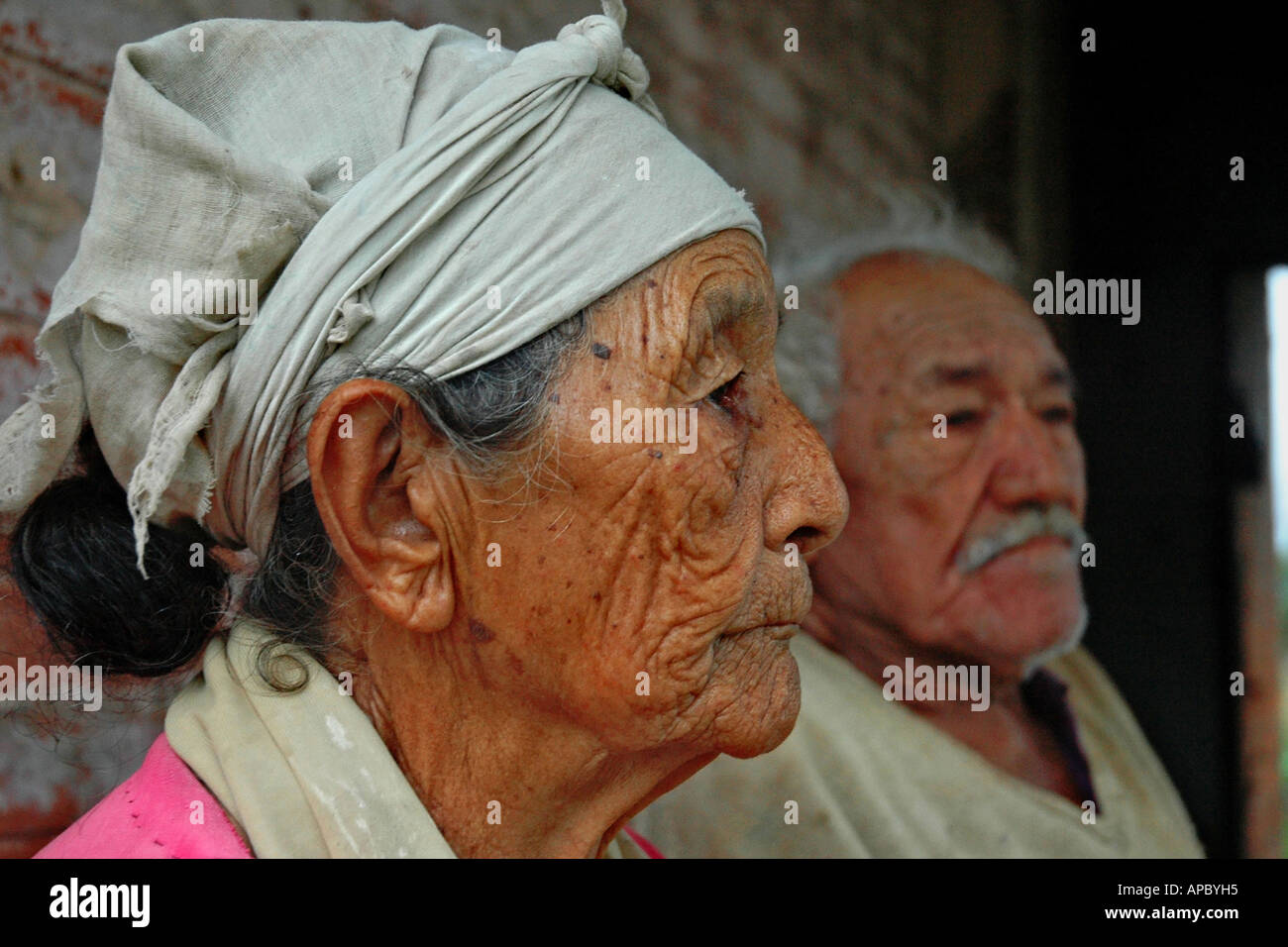 Old couple in San Cosme y Damian near Encarnacion, Paraguay. They were resettled by the Yacyreta Dam - Stock Image