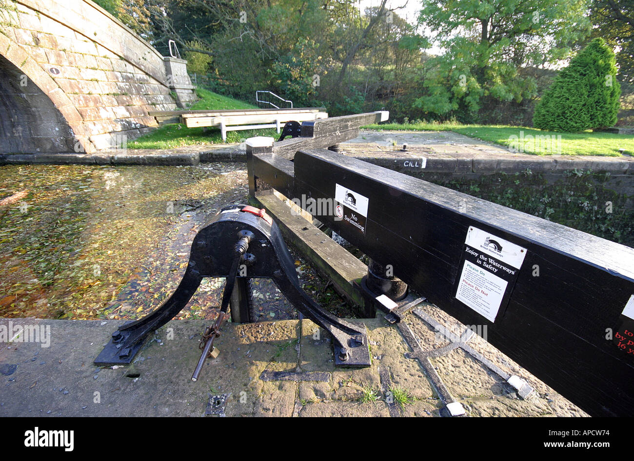 the lock mechanism on the lancaster canal Stock Photo