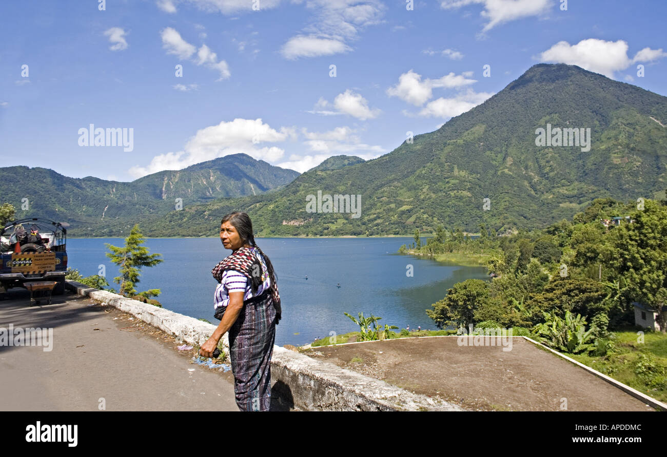 GUATEMALA SANTIAGO ATITLAN Tzutujil Mayan woman in traditional clothes walking on the road in Santiago Atitlan - Stock Image