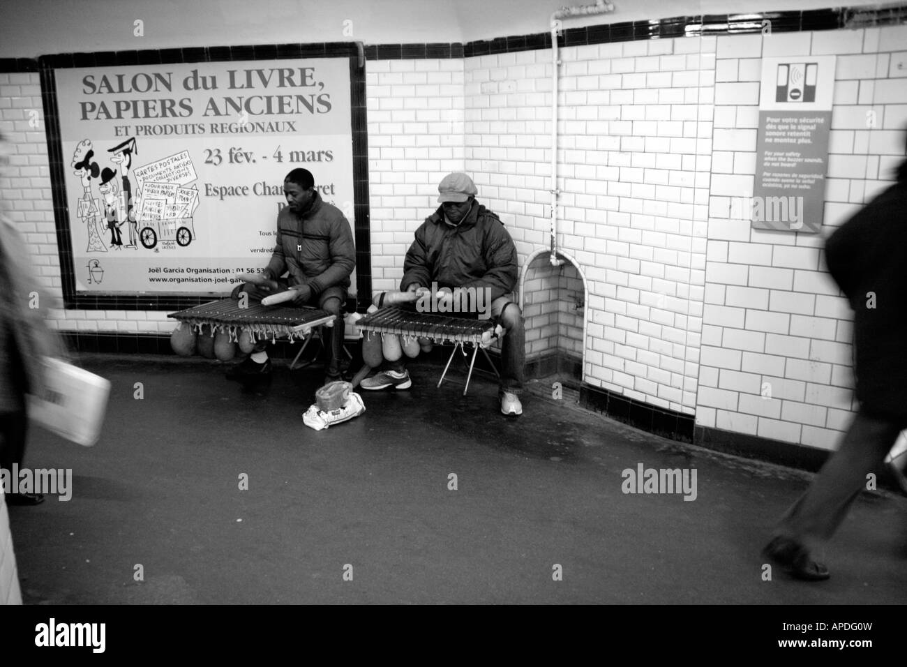 2 African buskers in a Paris metro station - Stock Image