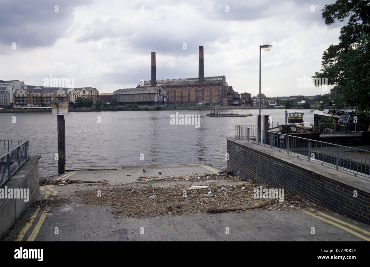 The River Thames looking towards Chelsea in  West London - Stock Image