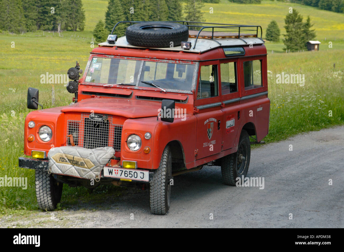 Land Rover Serie 2a 109 Station Wagon LWB as an austrian fire engine