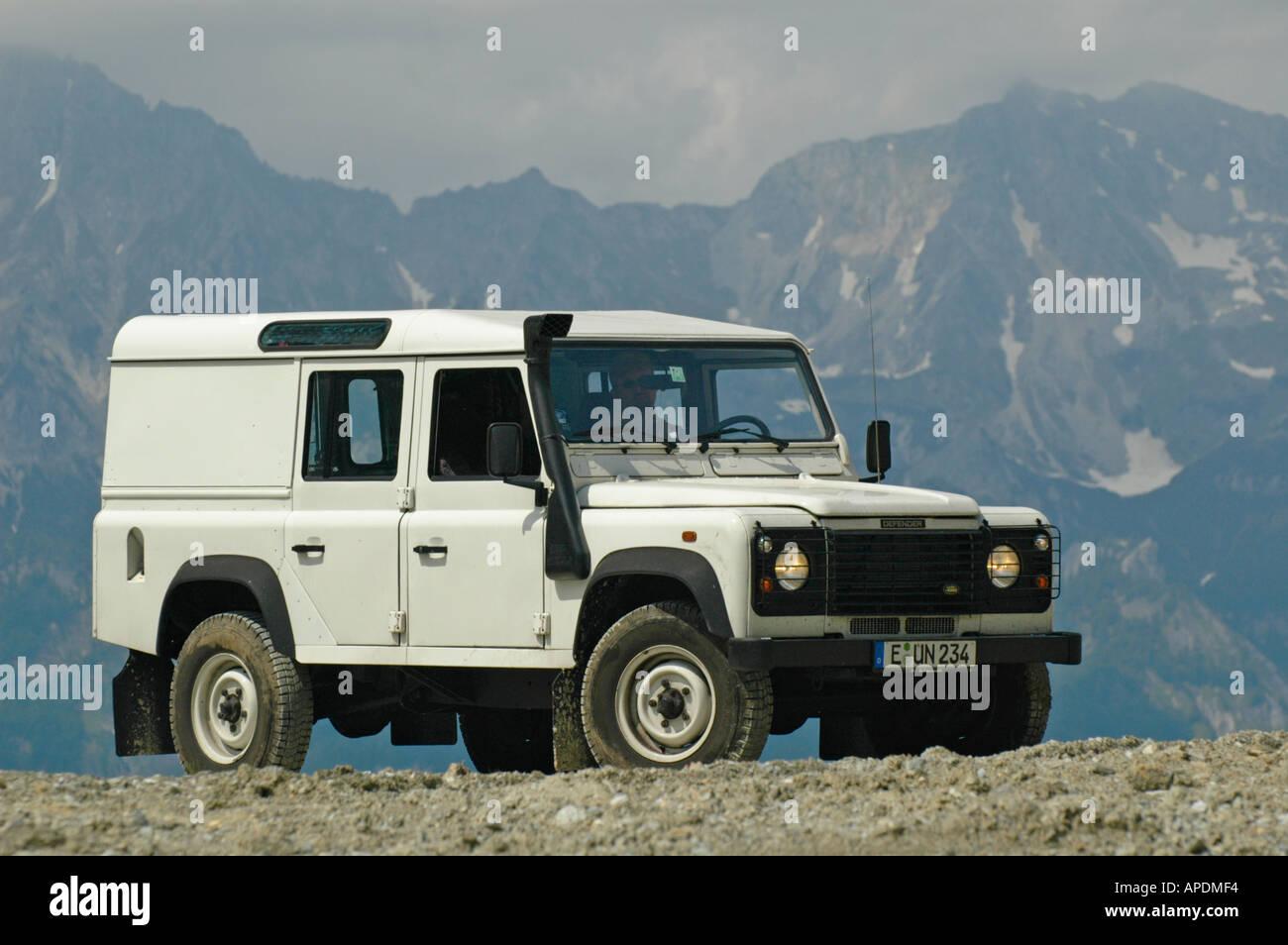 white land rover defender 110 station wagon td5 in the. Black Bedroom Furniture Sets. Home Design Ideas