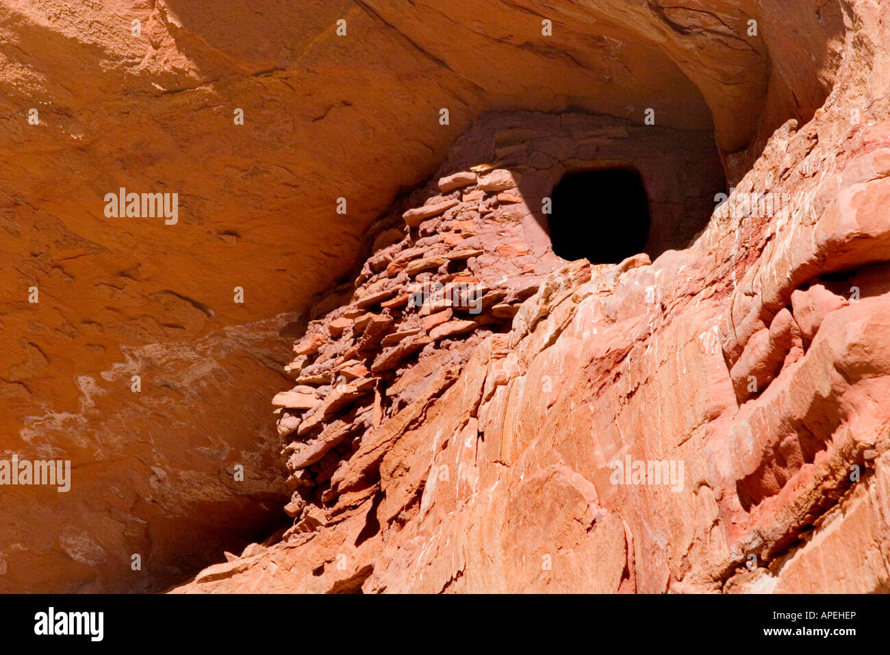 A native indian food storage location high on a cliff wall in a canyon - Stock Image