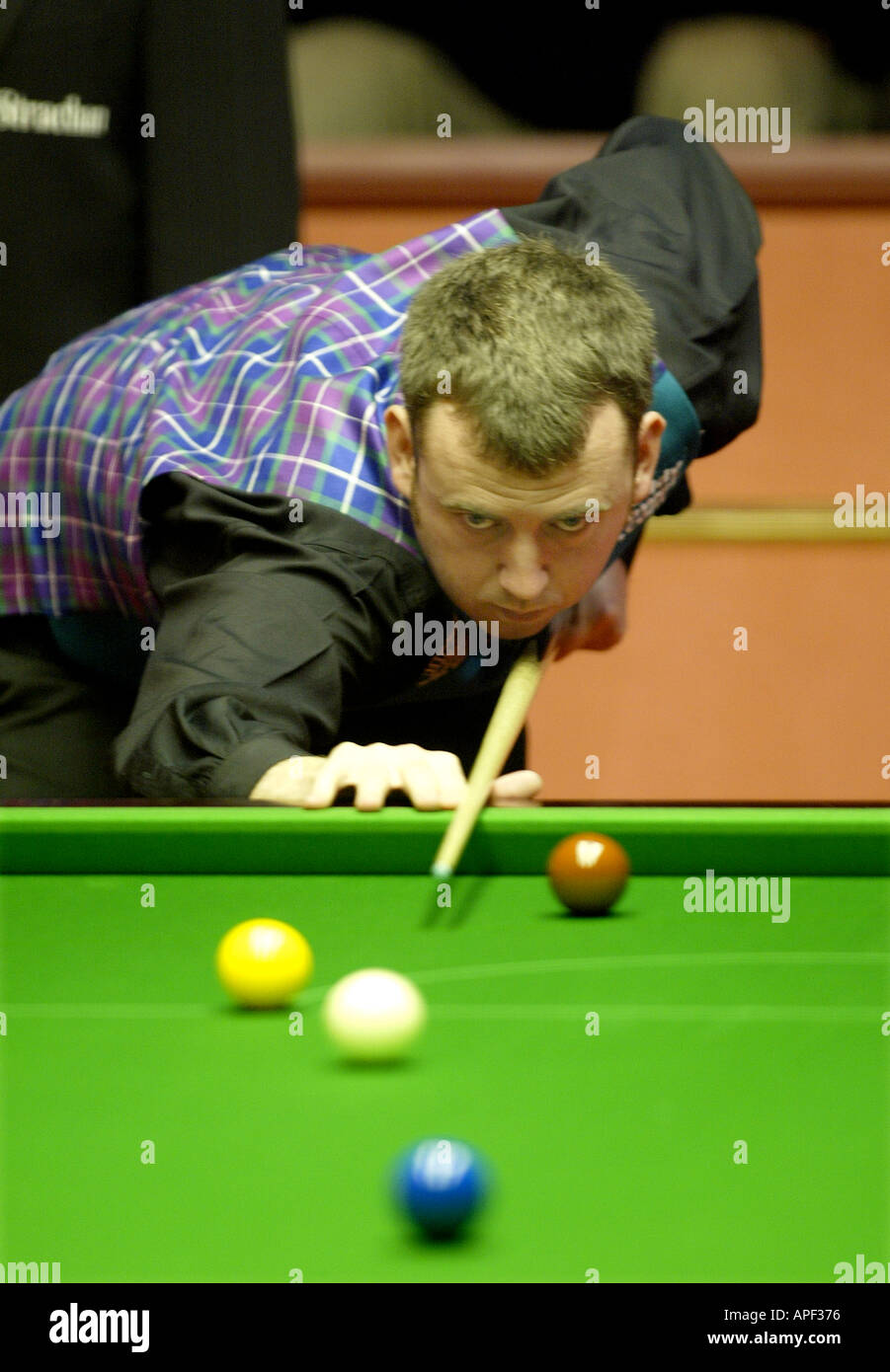 Mark Williams playing in the 2004 World Snooker Championships at the Crucible Theatre Sheffield - Stock Image