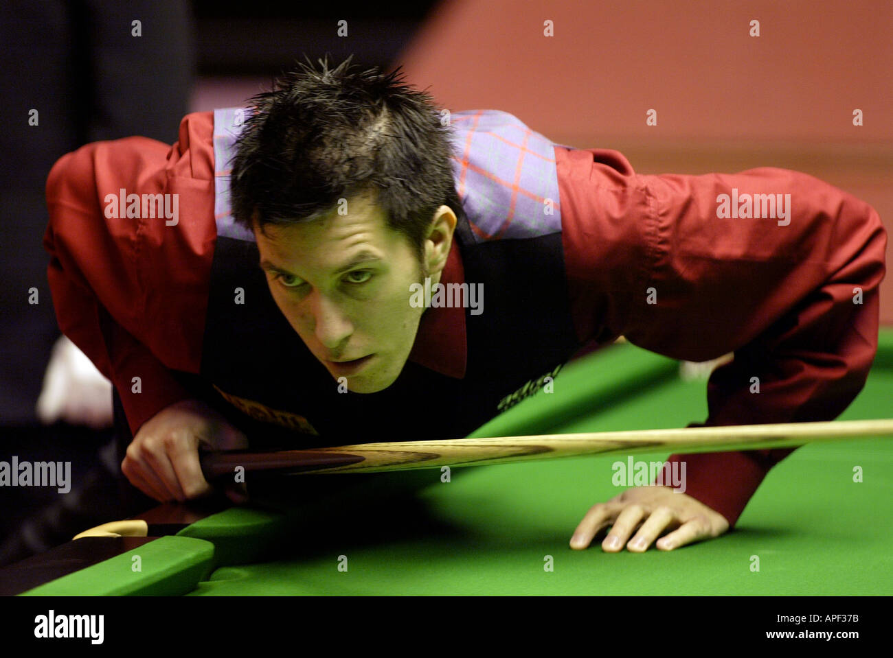 Dominic Dale playing in the 2004 World Snooker Championships at the Crucible Theatre Sheffield - Stock Image