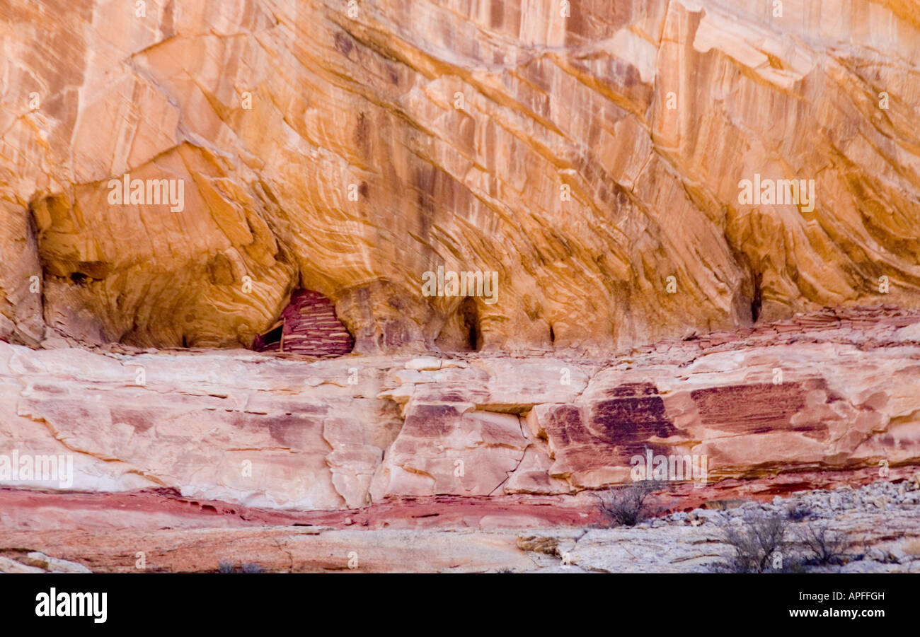 A native american food storage location high on a cliff wall in a canyon. - Stock Image