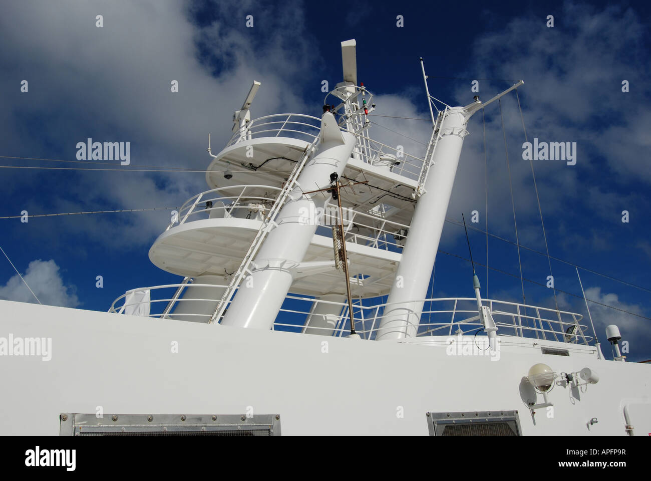 Radar and communications equipment on  the NCL 'Norwegian Jewel' cruise liner. - Stock Image