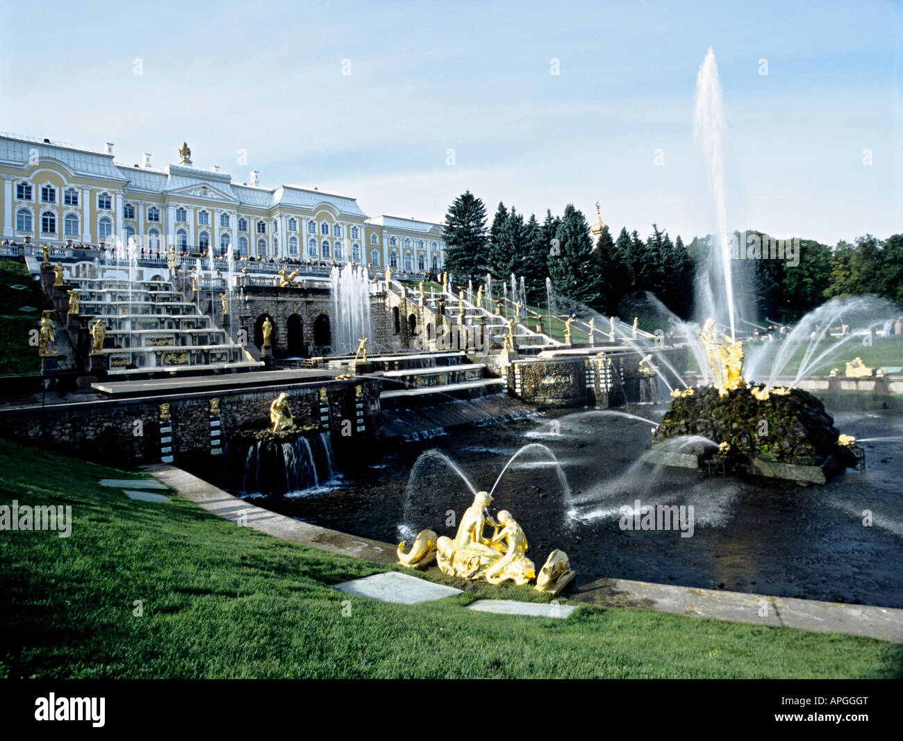 Palace and tumbling waters of the Grand Cascade and Samson's Fountain, Peterhof Palace and Gardens, Petrodvorets, - Stock Image