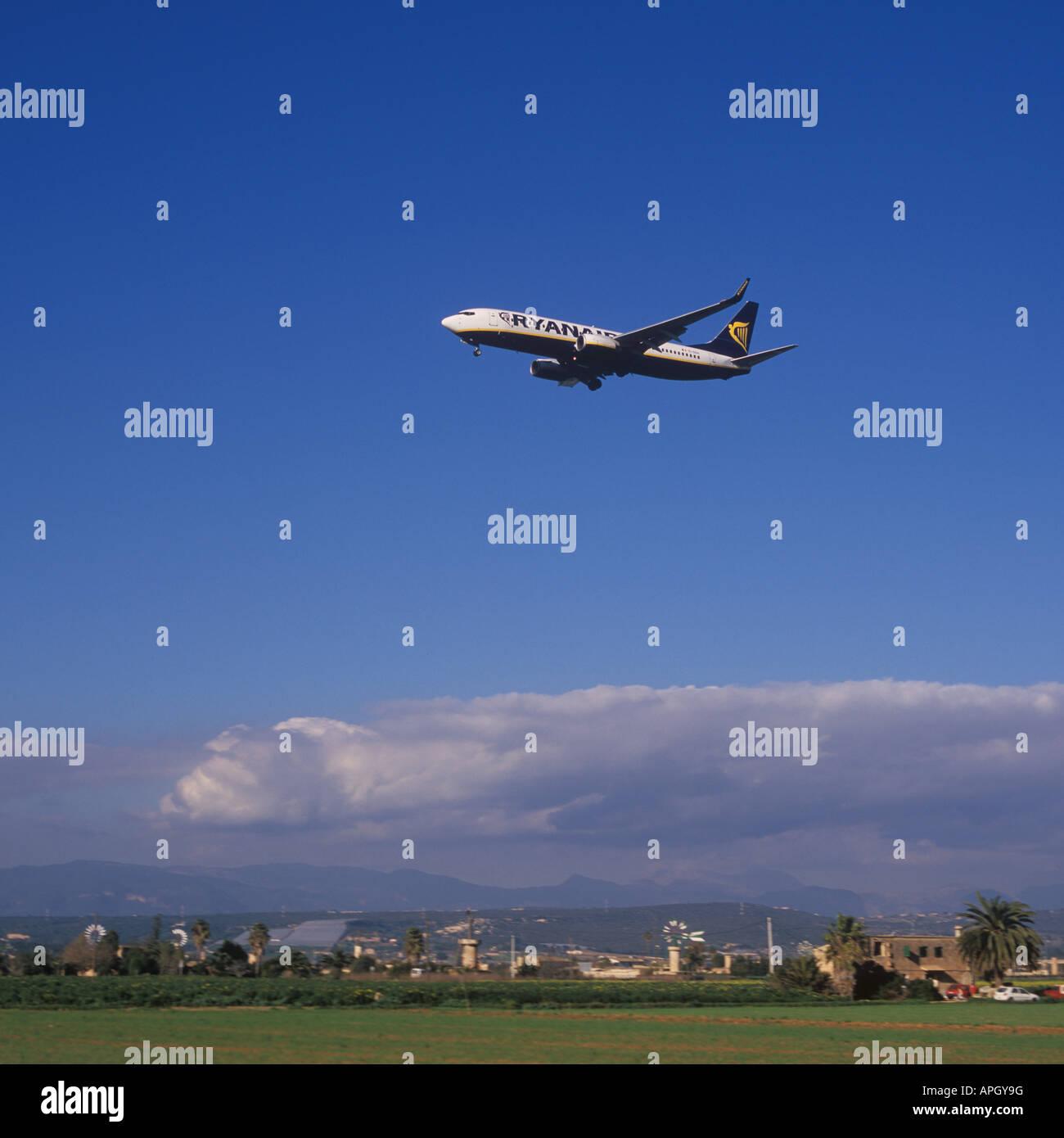 Ryanair Aircraft Boeing 737 8AS Reg EI DCH on final approach to the Airport of Palma de Mallorca Balearic Islands - Stock Image