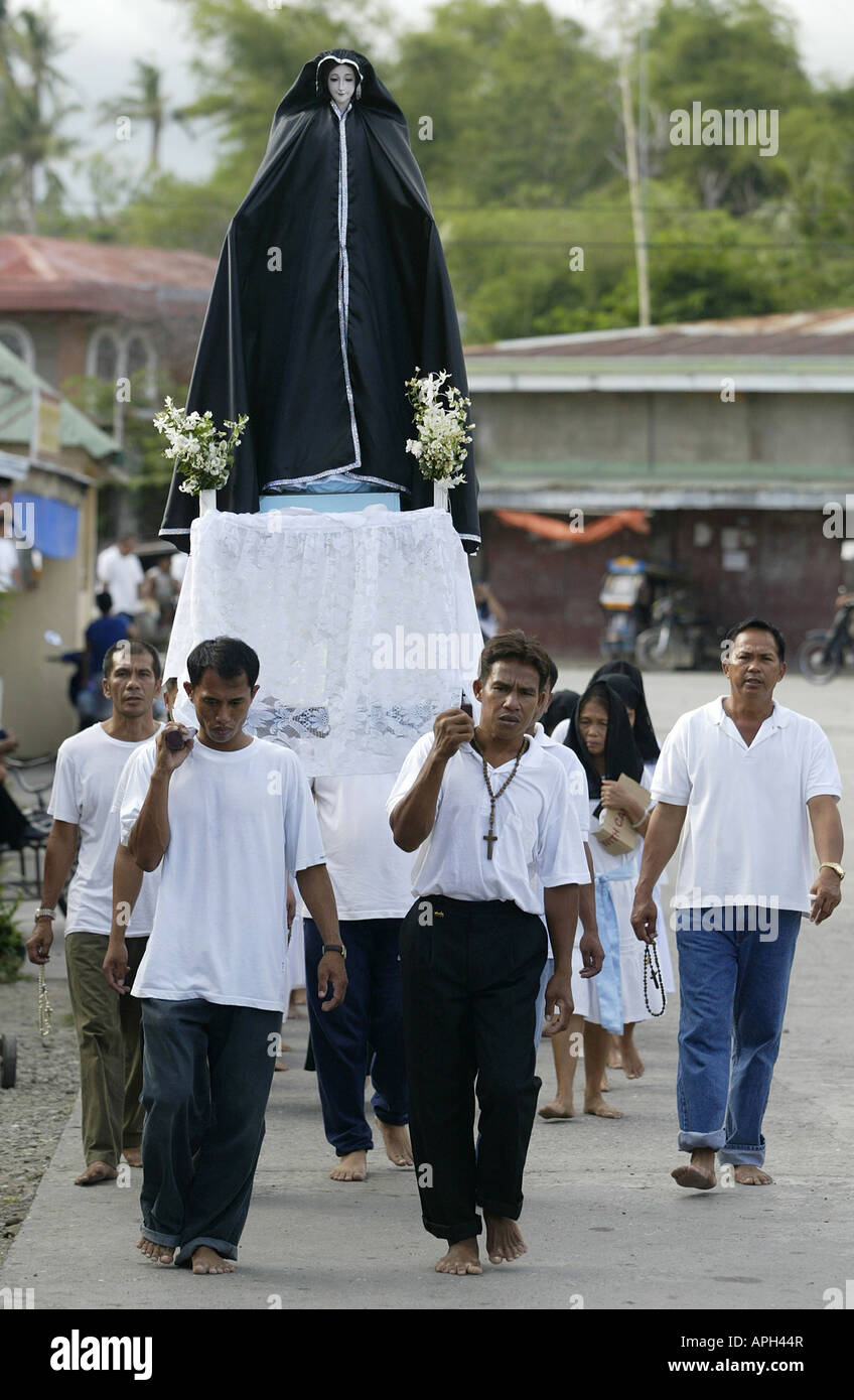 Filipinos carry an effigy of the Virgin Mary through the streets of Mansalay, Oriental Mindoro, Philippines, during Stock Photo