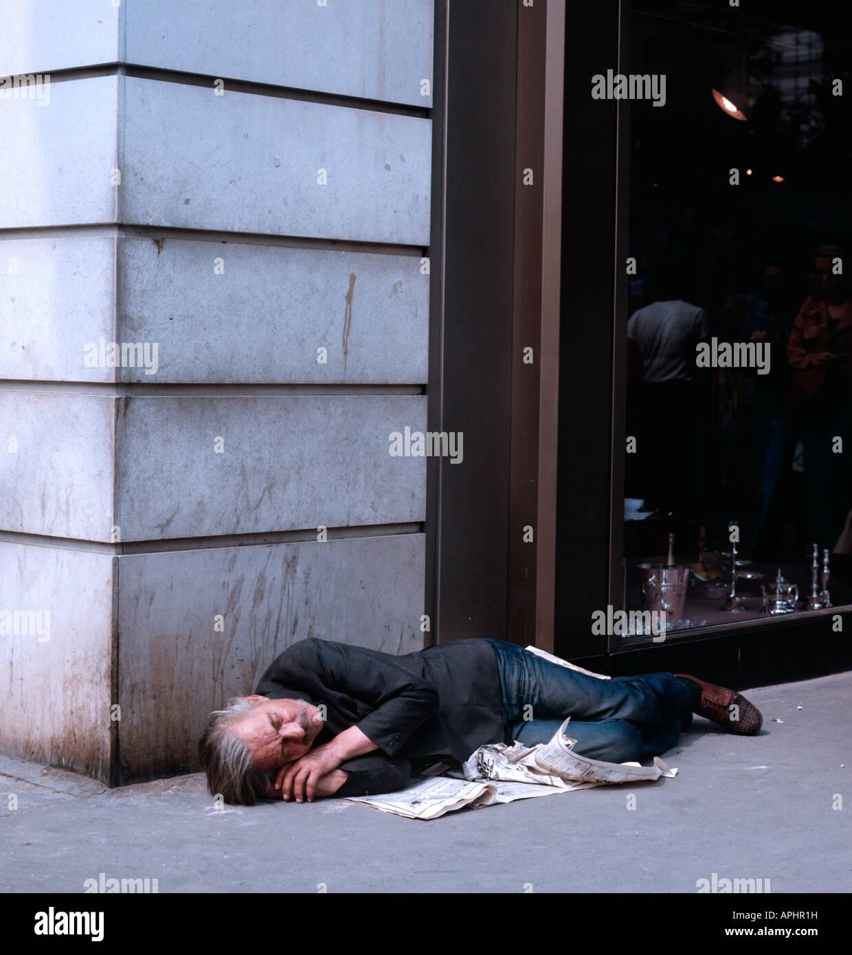 EU FR France Region Ile De Paris 9 Arrondissement Homeless Person On Boulevard Des Capucines In Heart Of NO MR