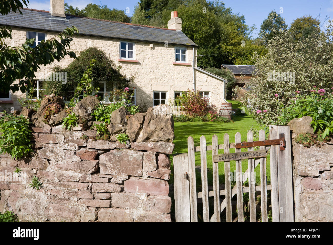 Beulah Cottage in the hamlet of Green Bottom in the Forest of Dean near Cinderford, Gloucestershire - Stock Image
