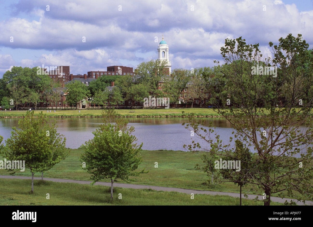 USA Cambridge Harvard University Eliot House and the The Banks of the Charles River - Stock Image