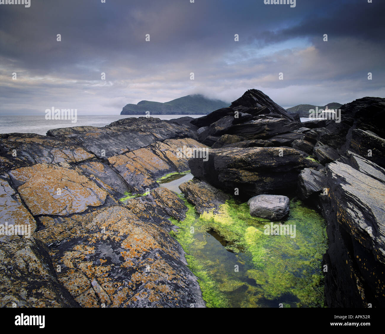 IE - CO.KERRY: Doulus Bay and Valencia Lighthouse - Stock Image