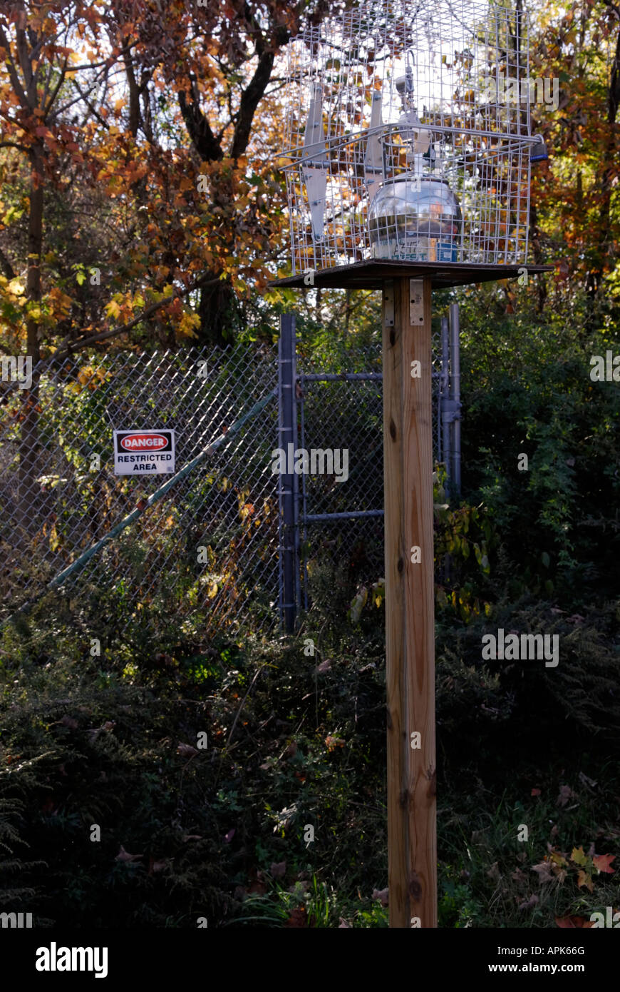 Air quality sampling station. The testing is to monitor VOC emissions from nearby toxic remediation work. - Stock Image