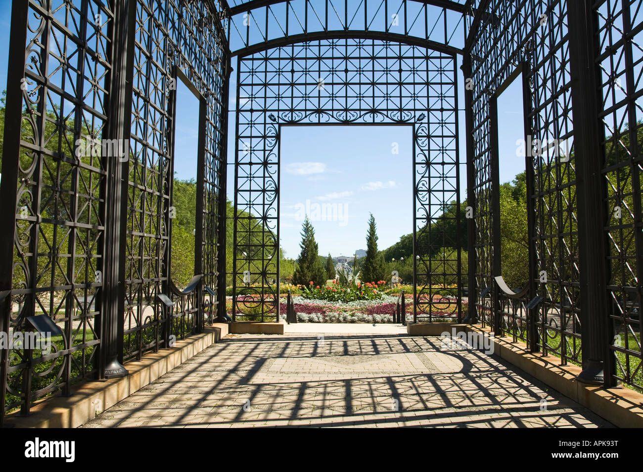 ILLINOIS Chicago Metal building with intricate design Cancer Survivors Garden in Grant Park - Stock Image
