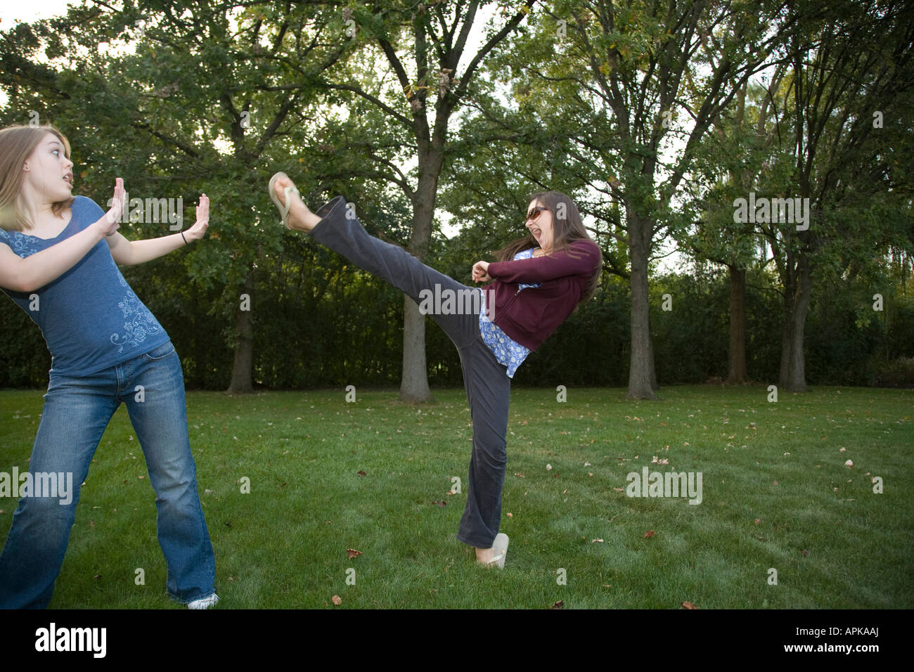 watch-teenage-girls-fighting