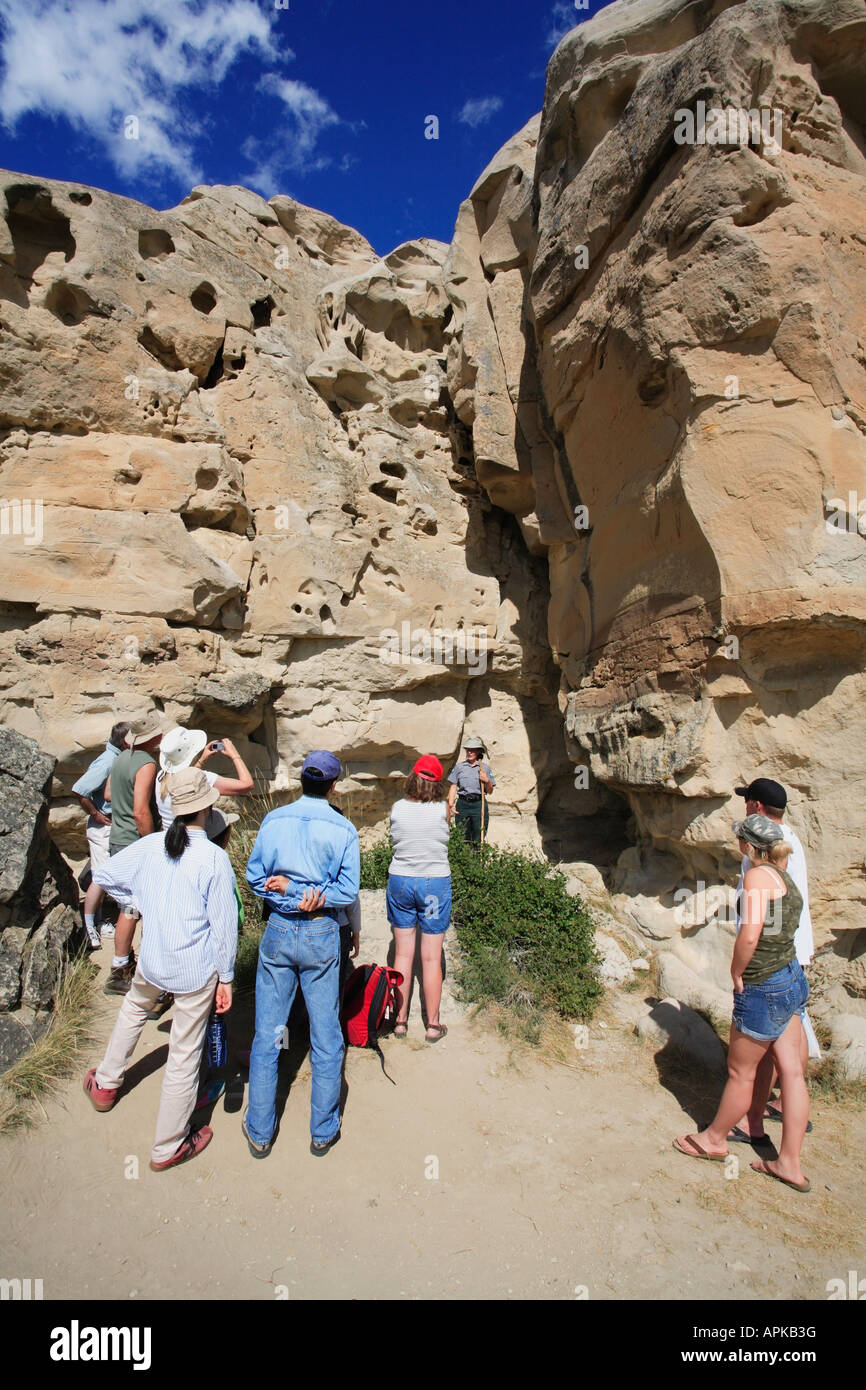 Tourists on a guided tour led by an experienced and knowledgeable native guide in Writing on Stone Park Alberta - Stock Image
