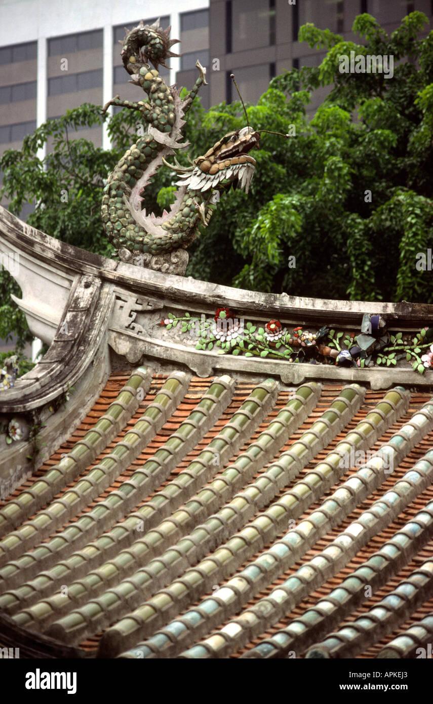 Singapore Thian Hock Temple Dragon roof detail - Stock Image
