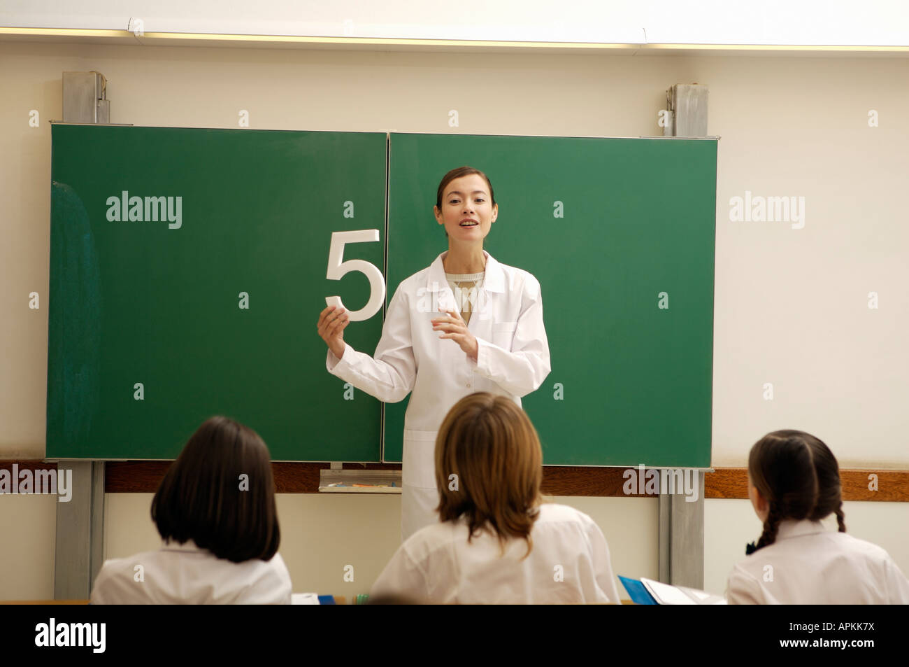 Students and teacher in classroom - Stock Image