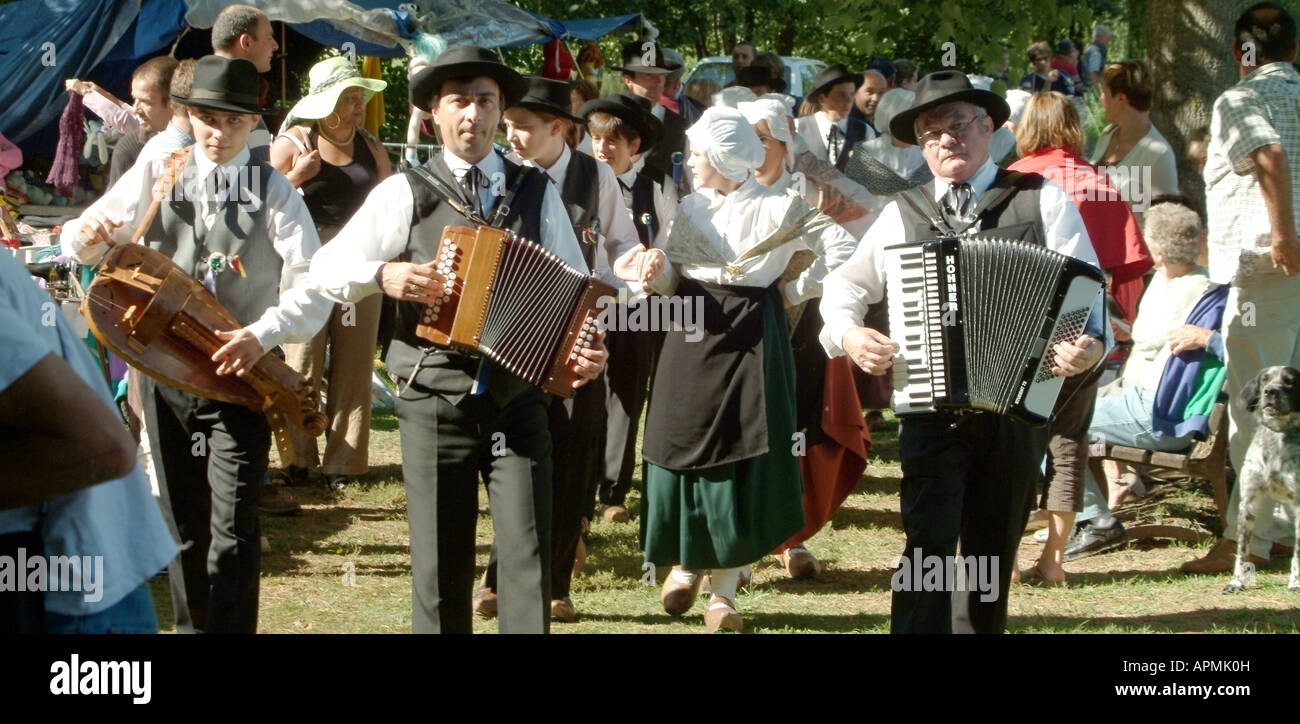 folkdanceMBF1872 haute vienne limousin france folk dancers musicians in traditional costume at small french family - Stock Image