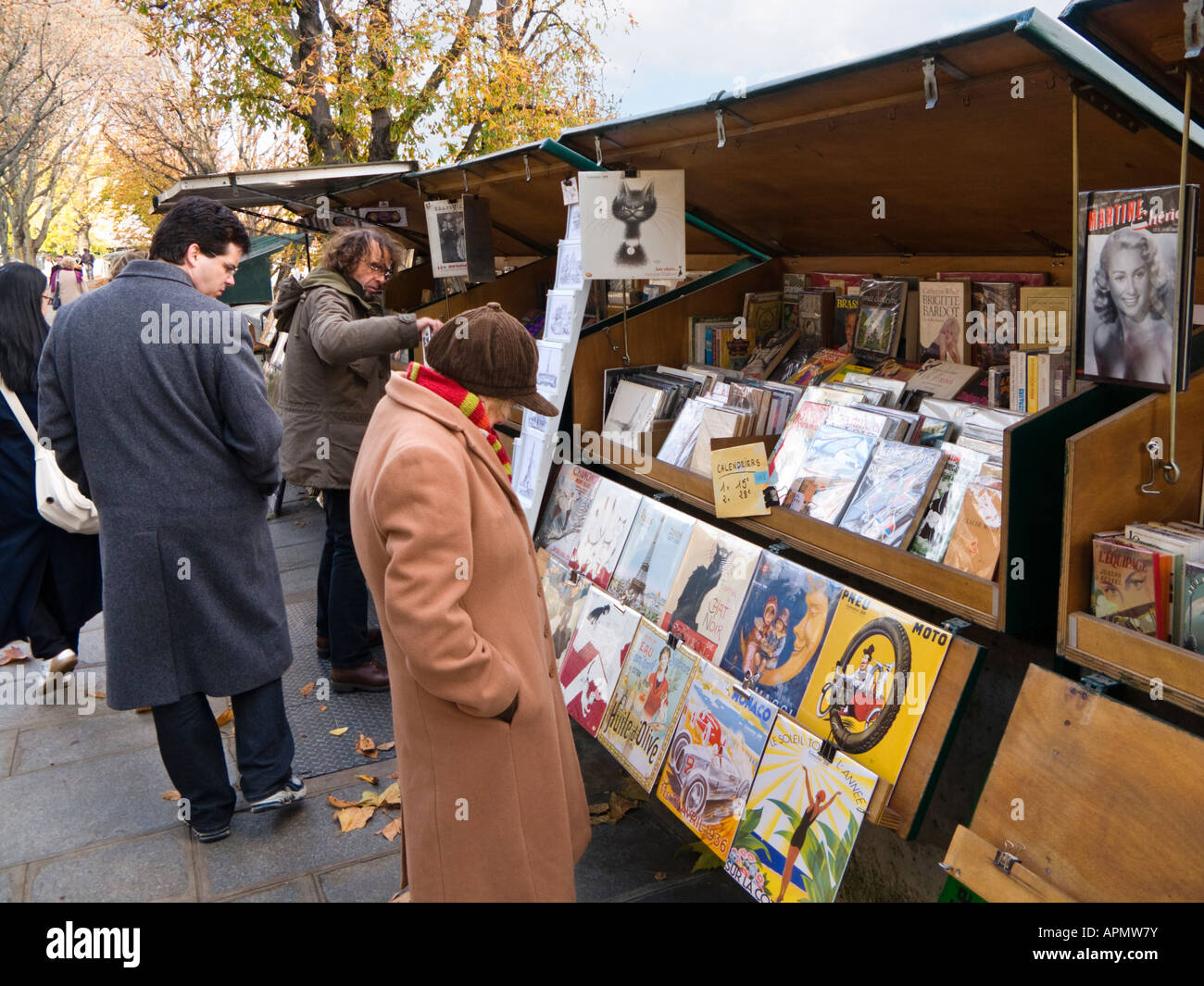 One of the open air stalls selling art and books on the left bank of the Seine, Paris, France Europe - Stock Image