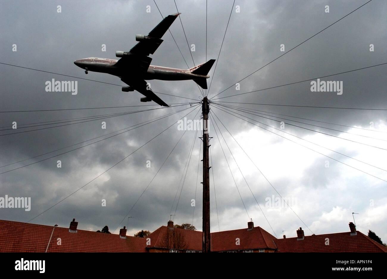 Low flying jet at Heathrow Stock Photo