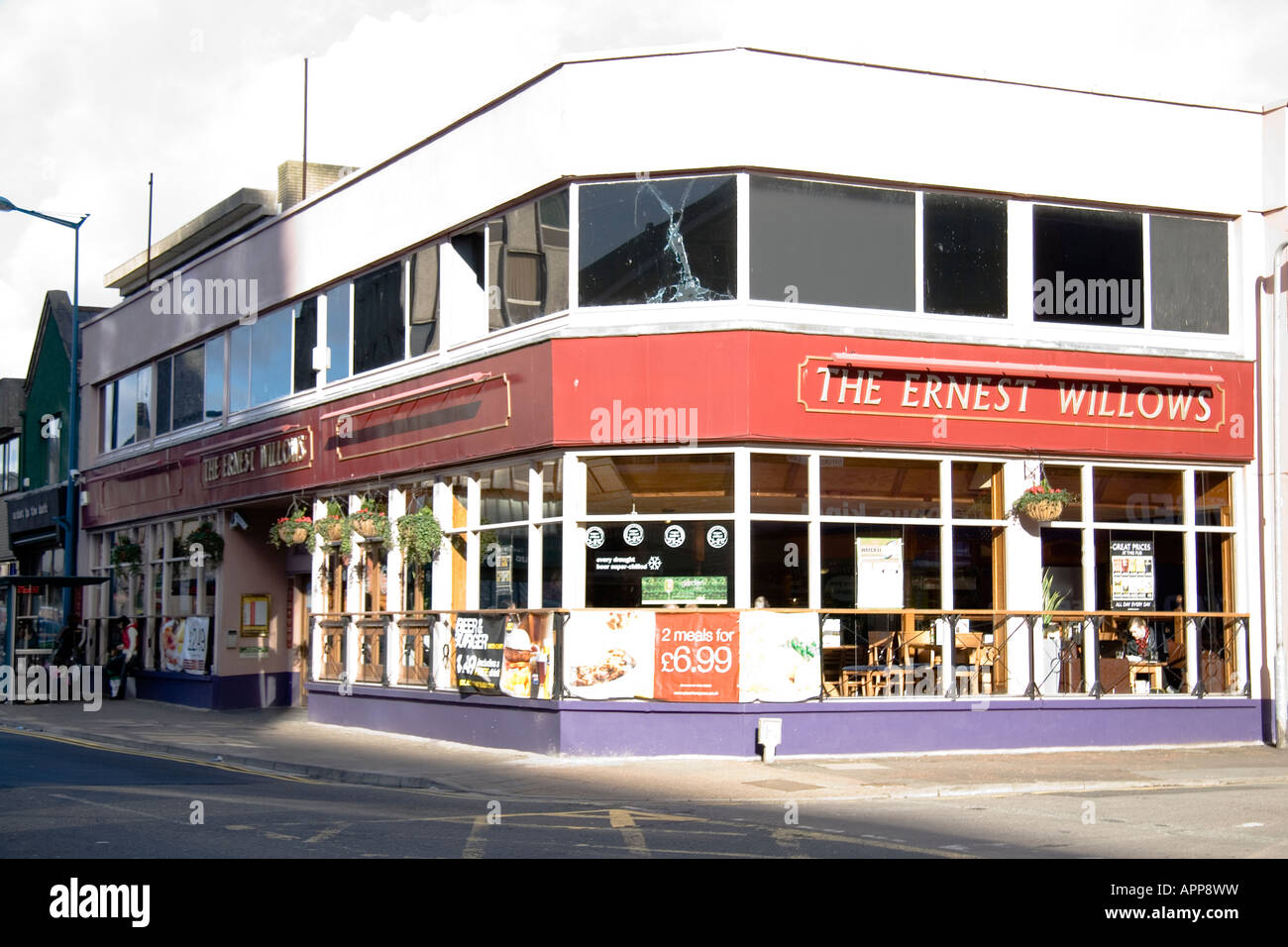 The Ernest Willows public house City Rd Cardiff - Stock Image