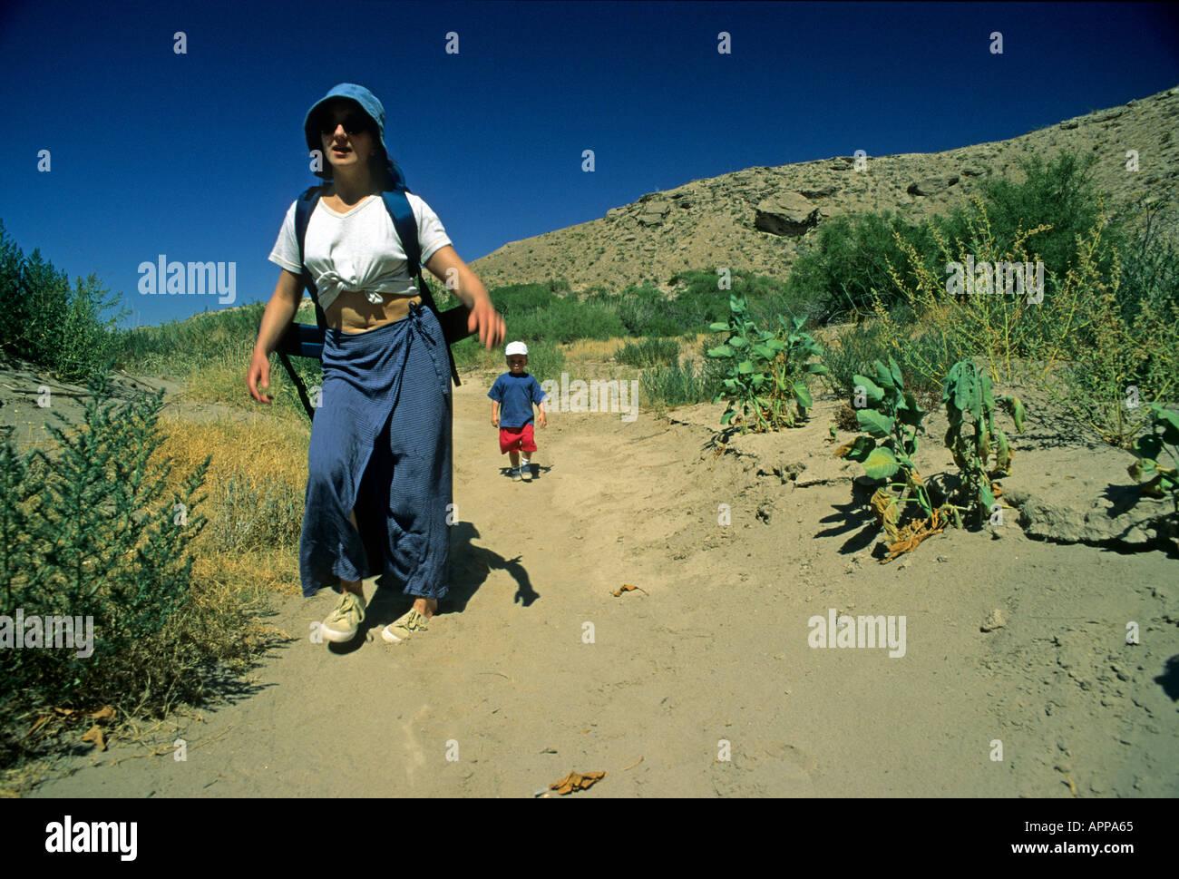 USA United States of America Texas Big Bend tourists walking near Boquillas Canyon - Stock Image