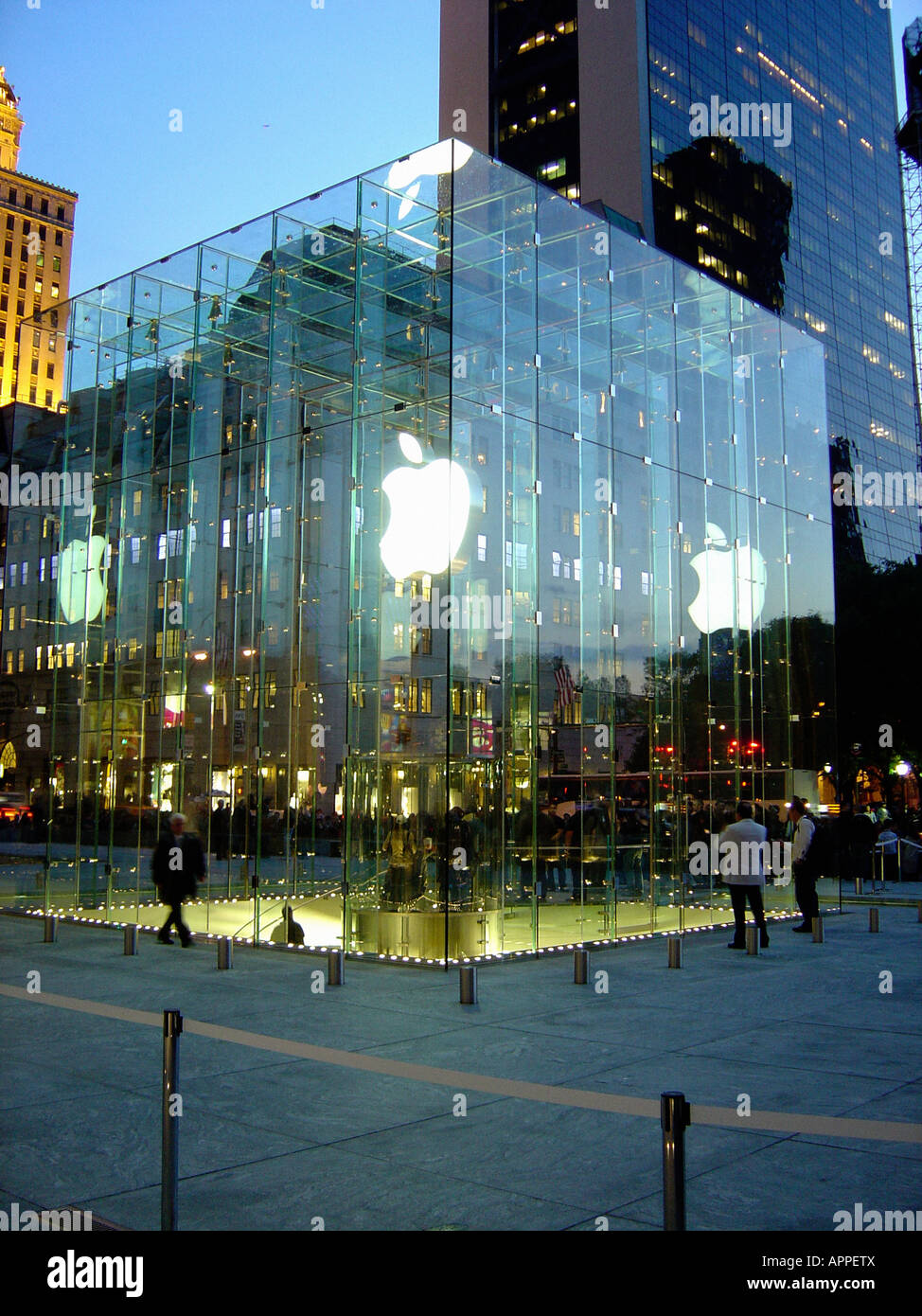 The Apple Store On Fifth Avenue And 59th Street In New York City Which Is Open 24 Hours Per Day 365 Days Year