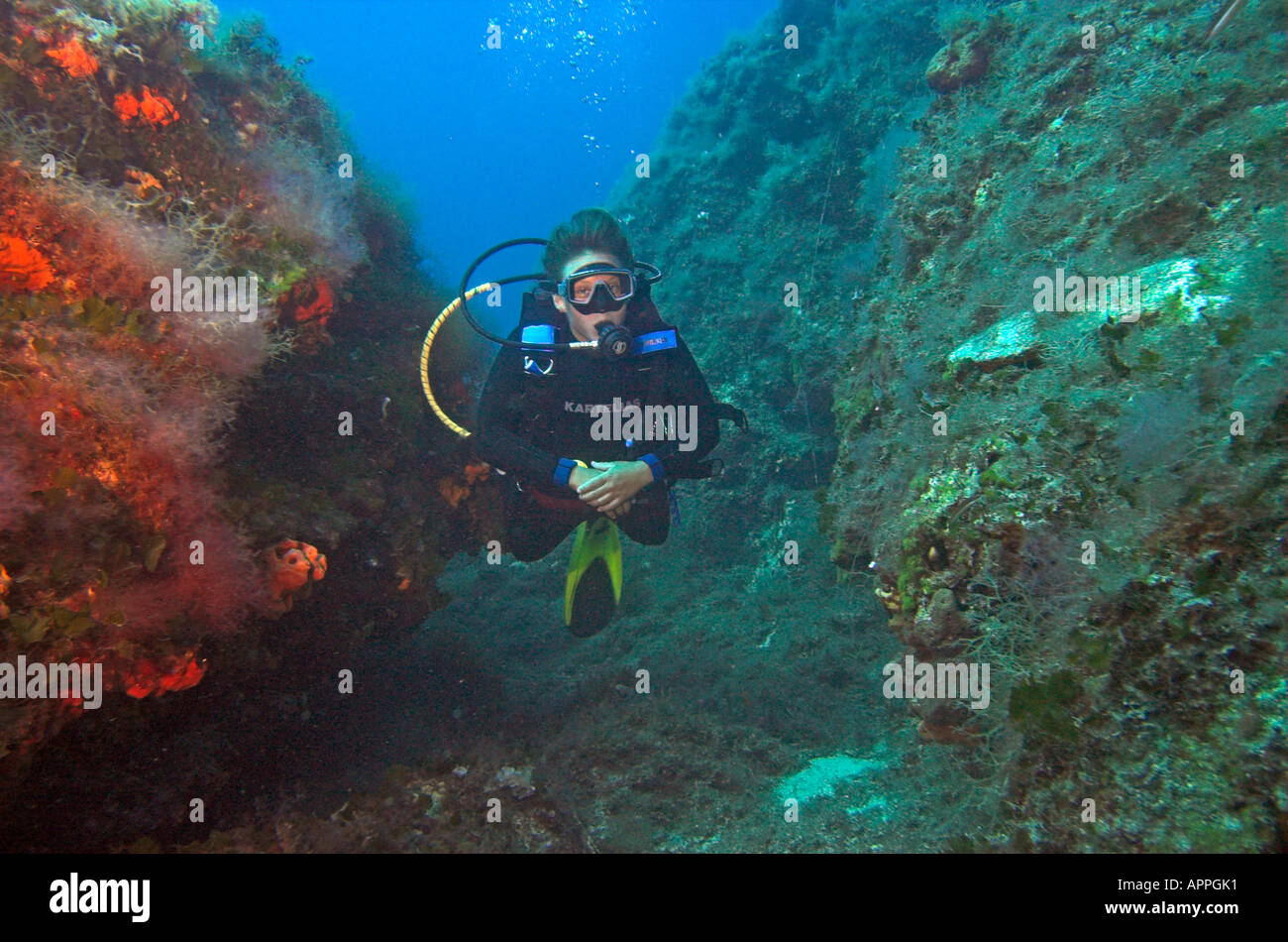 Carte Snorkeling Crete.Scuba Diver In Gully On The Island Of Crete Greece Stock