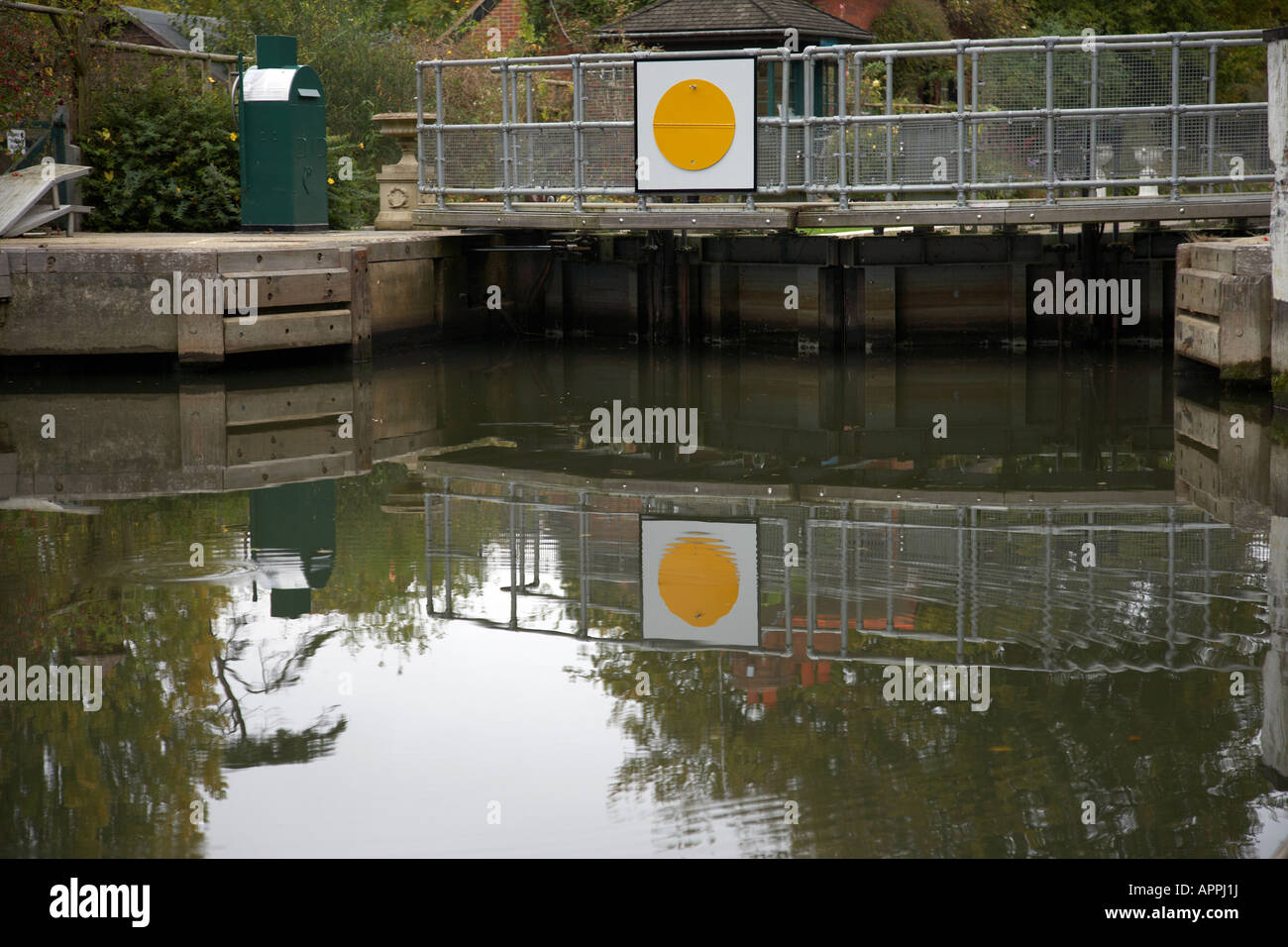 Reflection of Sonning Lock Gates in the River Thames Stock Photo