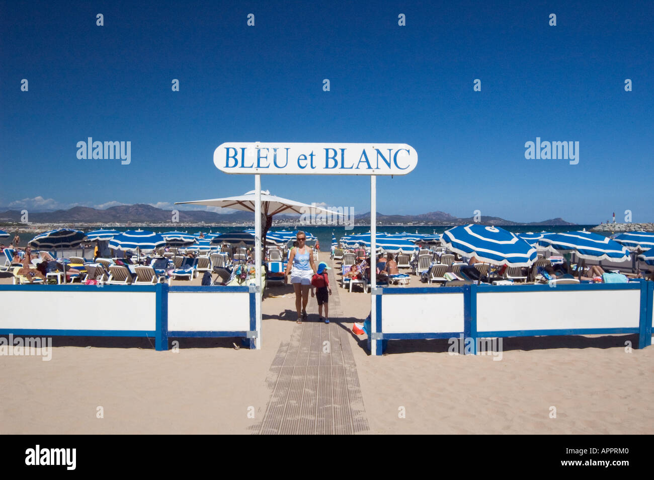 Bleu et Blanc Beach Club St Aygulf Provence France - Stock Image