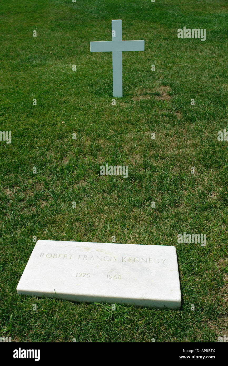 USA Attorney General Robert Fitzgerald Kennedy Gravestone and Crucifix 1925 1968 at Arlington National Cemetery - Stock Image