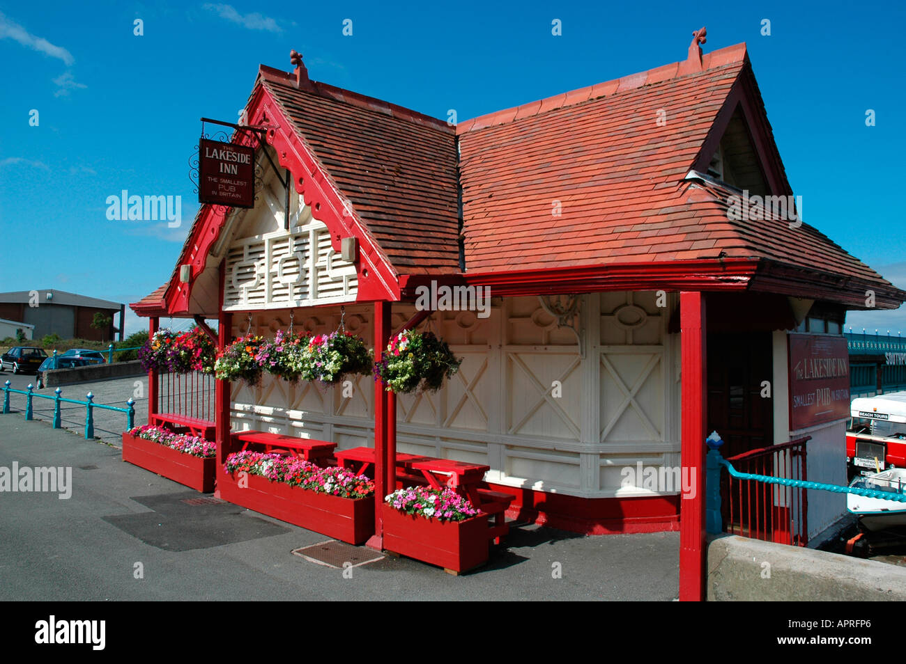 the lakeside inn at southport is the smallest pub in england - Stock Image